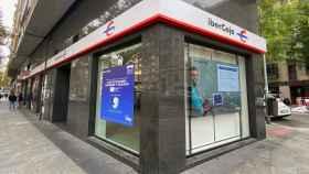 Exterior de una oficina de Ibercaja en Madrid.