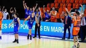 Valencia Basket celebra una canasta ante San Pablo Burgos