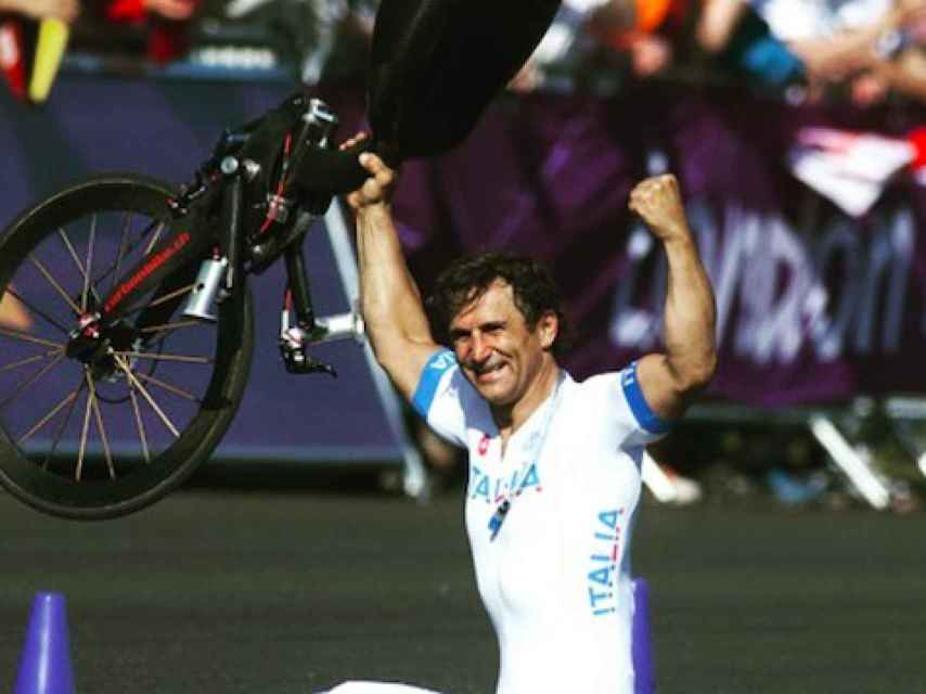 Zanardi celebra un triunfo fuera de su 'handbike'