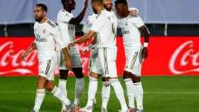 Los jugadores del Real Madrid felicitan a Vinicius por su gol al Mallorca