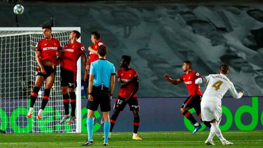 Gol de Sergio Ramos de falta al Mallorca