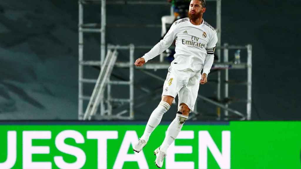 Sergio Ramos celebra su gol de falta al Mallorca