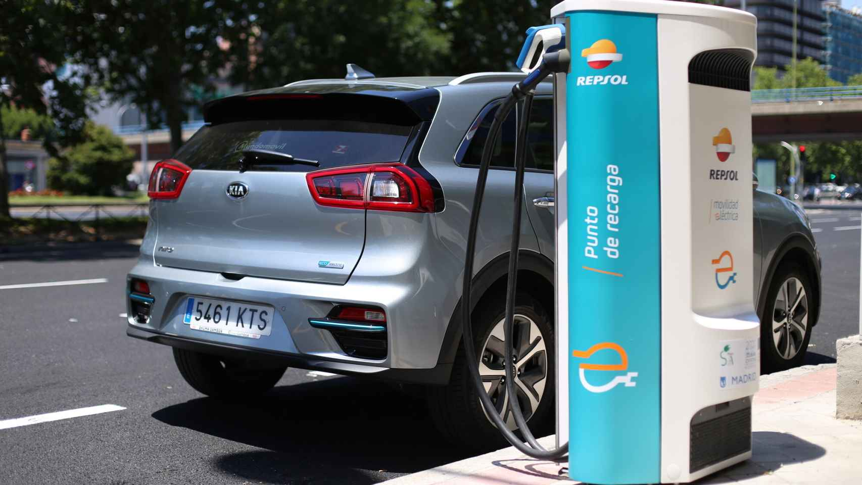 Kia y Repsol firman un acuerdo para el impulso de la movilidad eléctrica