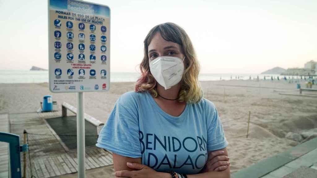 Elia, controladora costera en la playa de Benidorm.