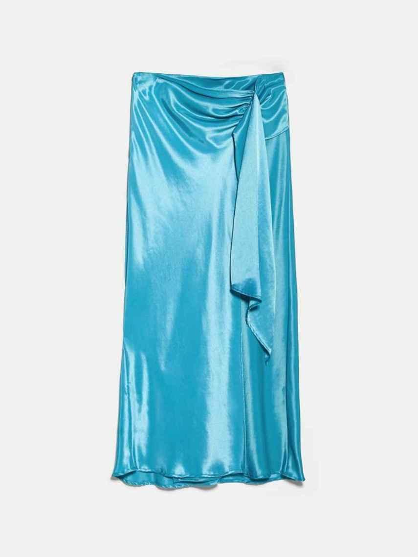 La falda 'midi' de Alexandra Pereira estaba rebajada a 19,99 euros.