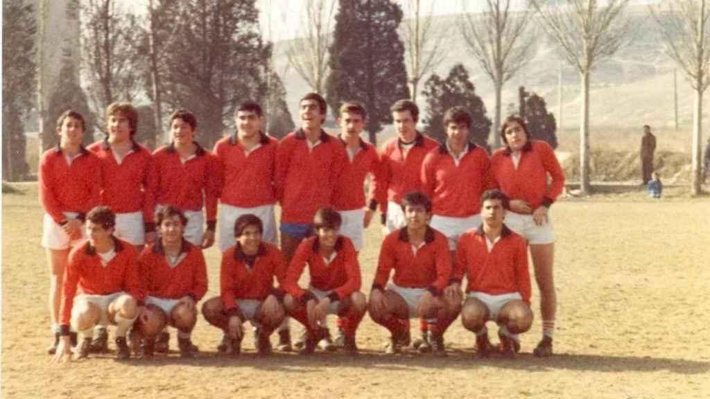 Francisco Igea, el cuarto por la izquierda de los de abajo, con su equipo de rugby