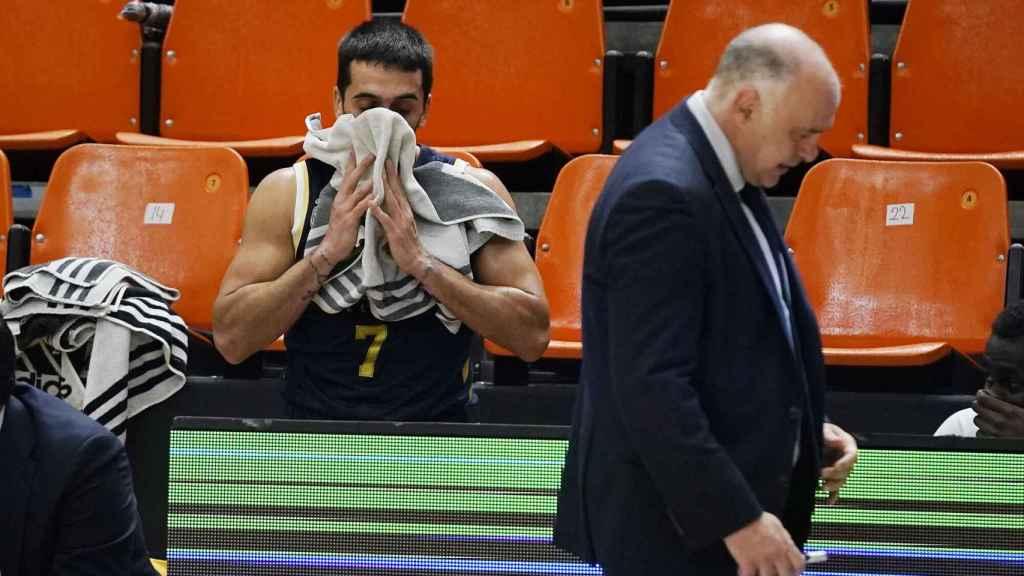 Pablo Laso y Facu Campazzo se lamentan durante la derrota ante MoraBanc Andorra en la fase final de la Liga Endesa
