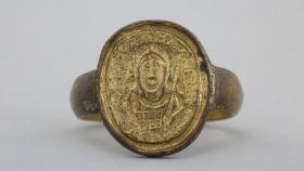 Facsímil del anillo del rey franco Childerico.