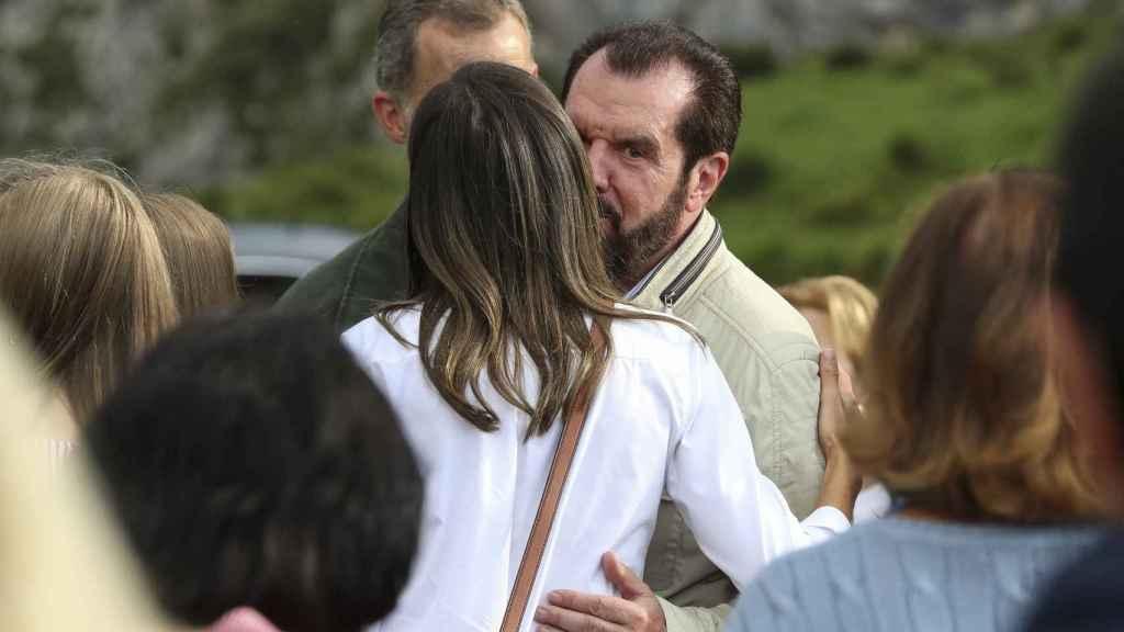 Jesús Ortiz, saludando a su hija, la reina Letizia, en Covadonga en 2018.