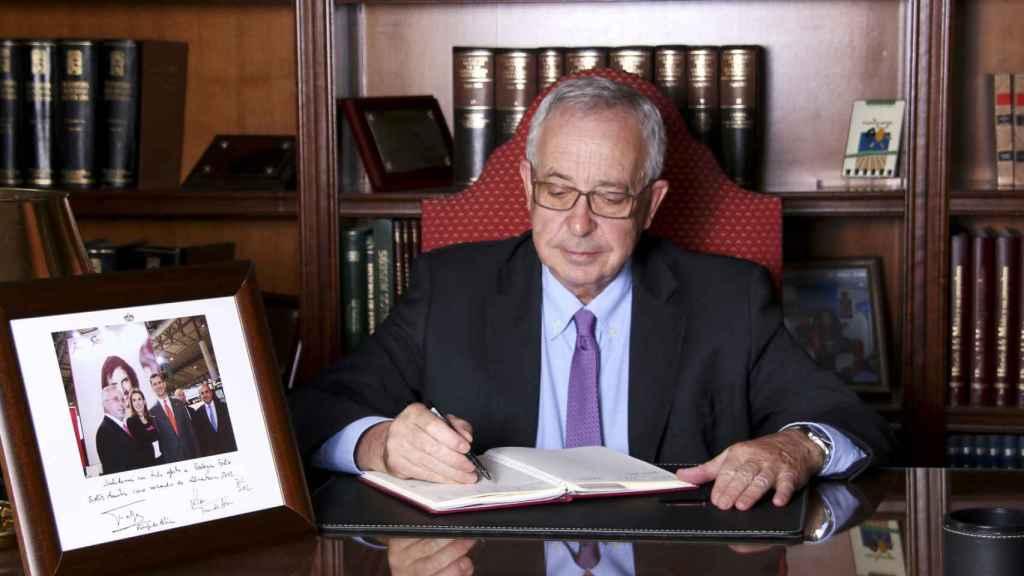 Félix Solís en su despacho.