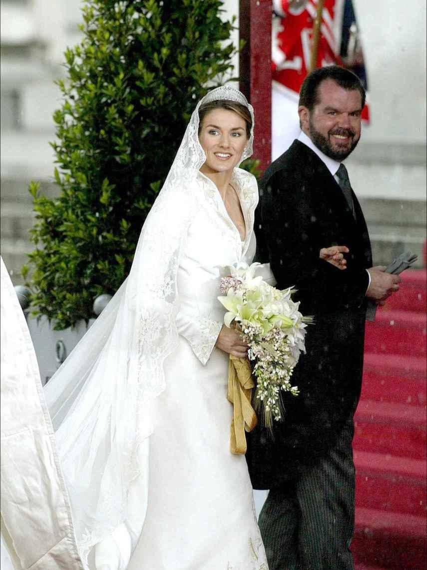 Jesús Ortiz, ejerciendo de padrino de su hijo en su boda con el entonces príncipe Felipe.