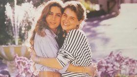 Romina Power junto a su hermana Taryn.