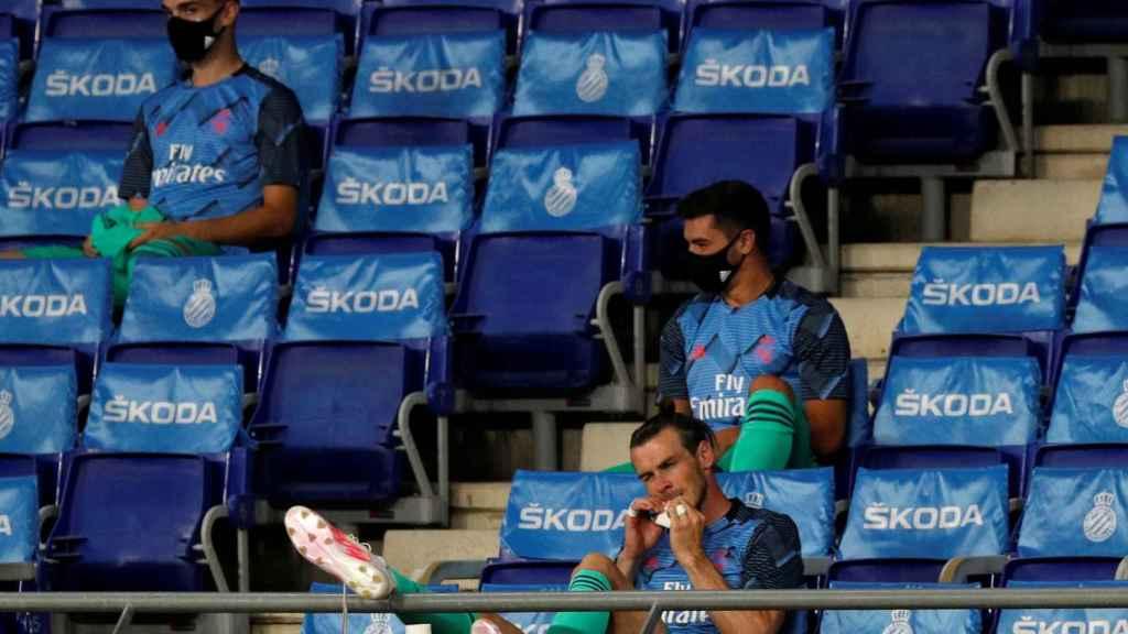 Gareth Bale, en el banquillo del RCDE Stadium