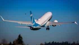 737 MAX despegando
