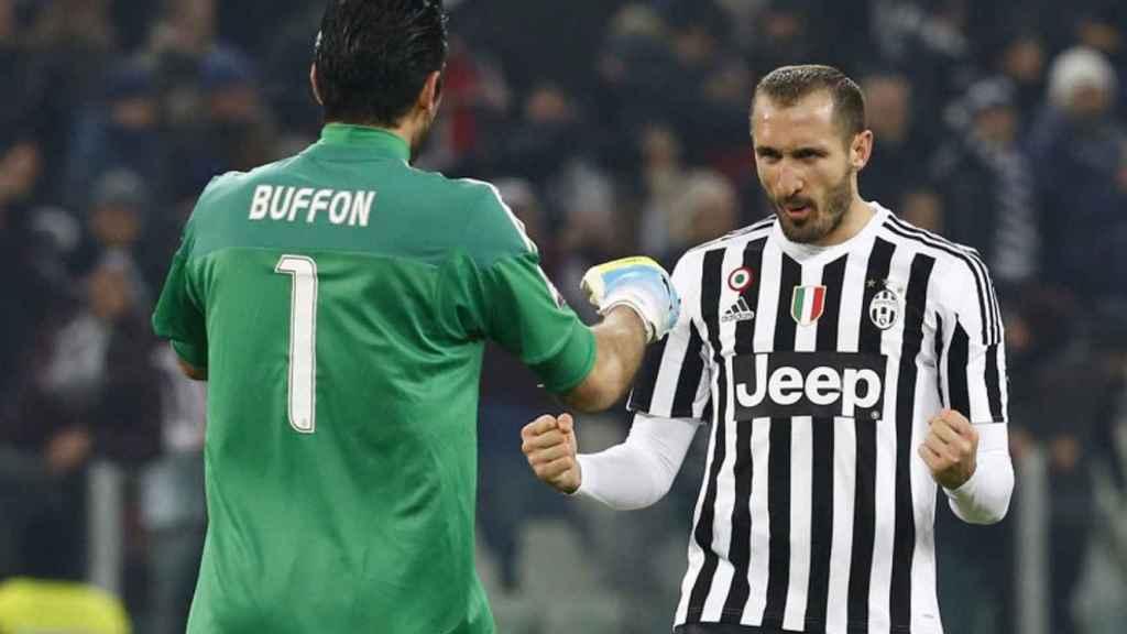 Buffon y Chiellini, durante un partido de la Juventus de Turín