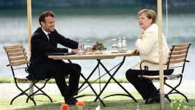 Emmanuel Macron y Angela Merkel, durante su reunión de este lunes en el castillo de Meseberg