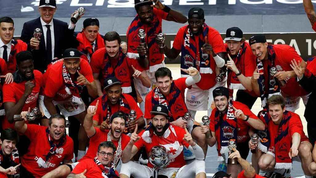 Los jugadores de Baskonia celebran el título de la Liga Endesa 2019/2020