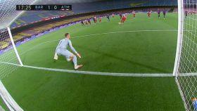 Ter Stegen, adelantado en el momento de la ejecución del penalti por Diego Costa