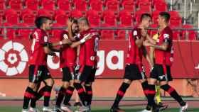 Piña de los jugadores del Mallorca en el gol de Pozo ante el Celta de Vigo en la jornada 33 de La Liga