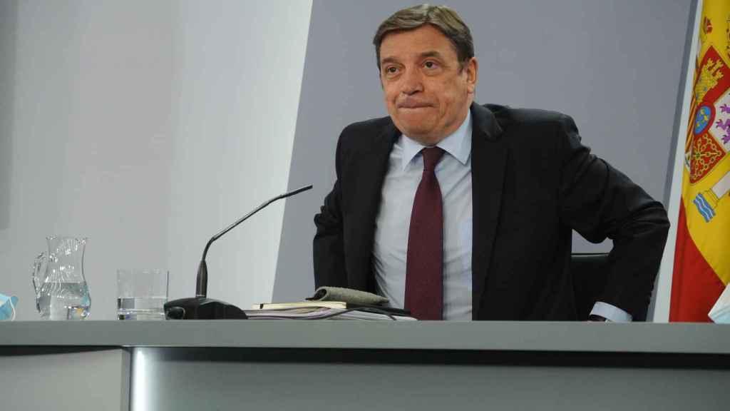 Luis Planas, ministro de Agricultura, en rueda de prensa tras el Consejo de Minsitros.