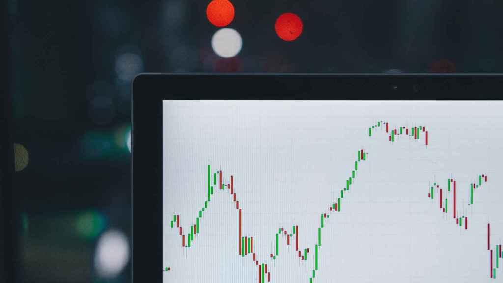 El social trading permite operar en mercados internacionales sin formación financiera.