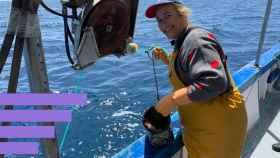 Carmen Argudo, en su barco.