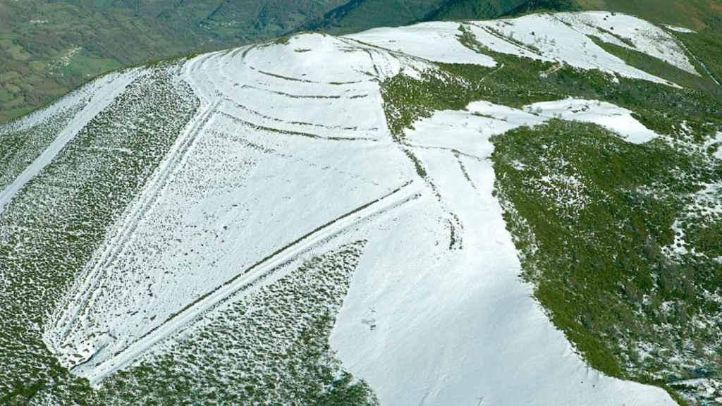 Campamento del Monte Curriechos (Cordal de La Carisa, Asturias).
