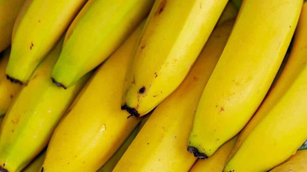 Un puñado de plátanos.