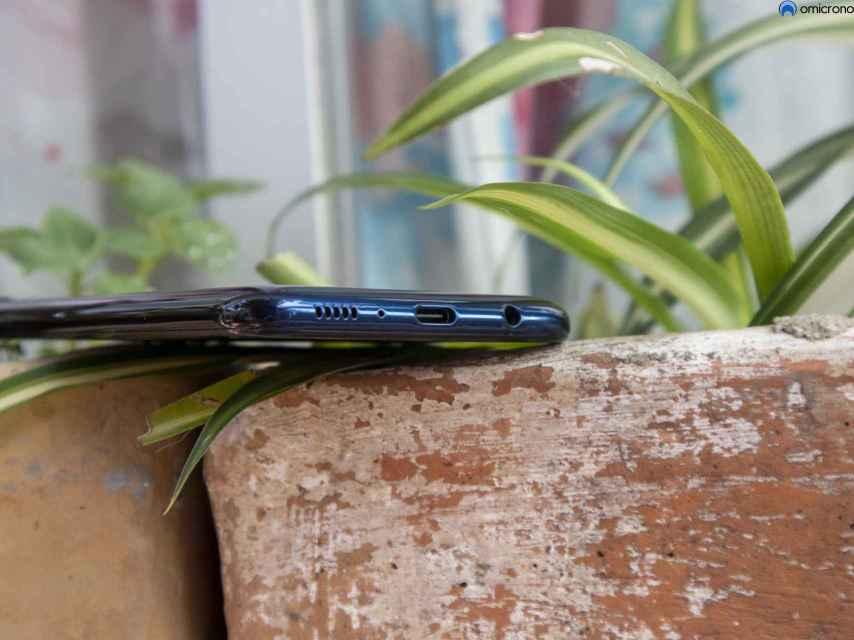 Tiene USB-C, algo poco común en móviles baratos.