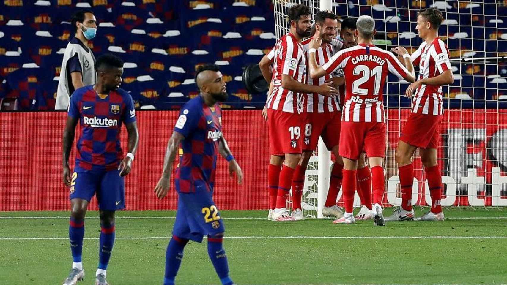 Los jugadores del Atlético de Madrid celebran el 2-2 ante el Barcelona