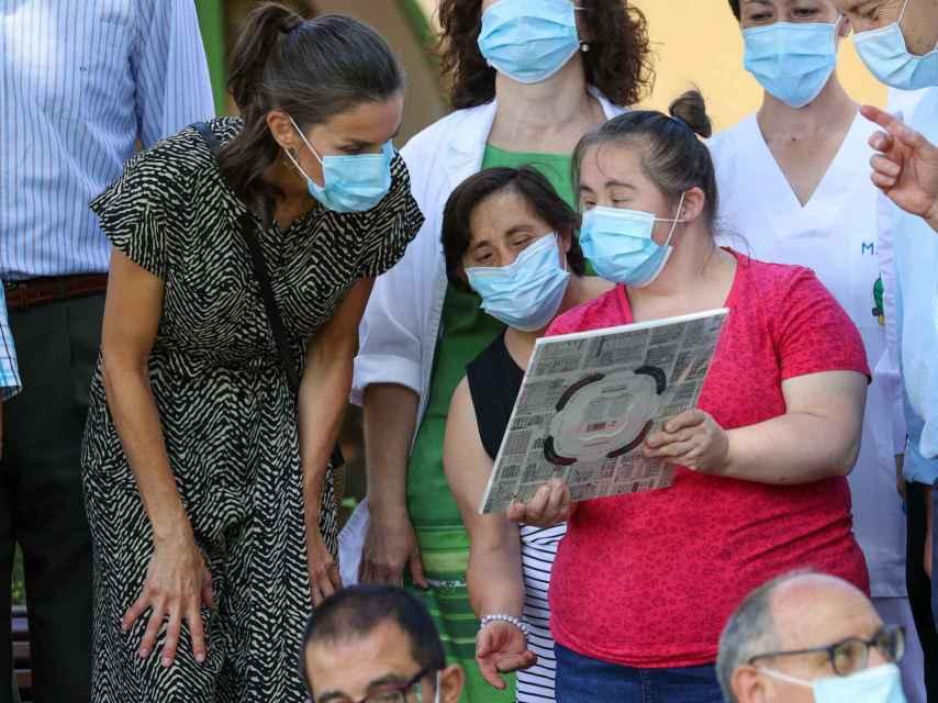 La reina Letizia en la granja-escuela de Cuenca.