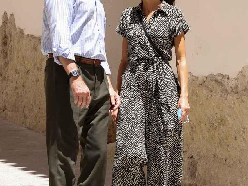 Letizia y Felipe caminando por las calles de Cuenca 16 años después.