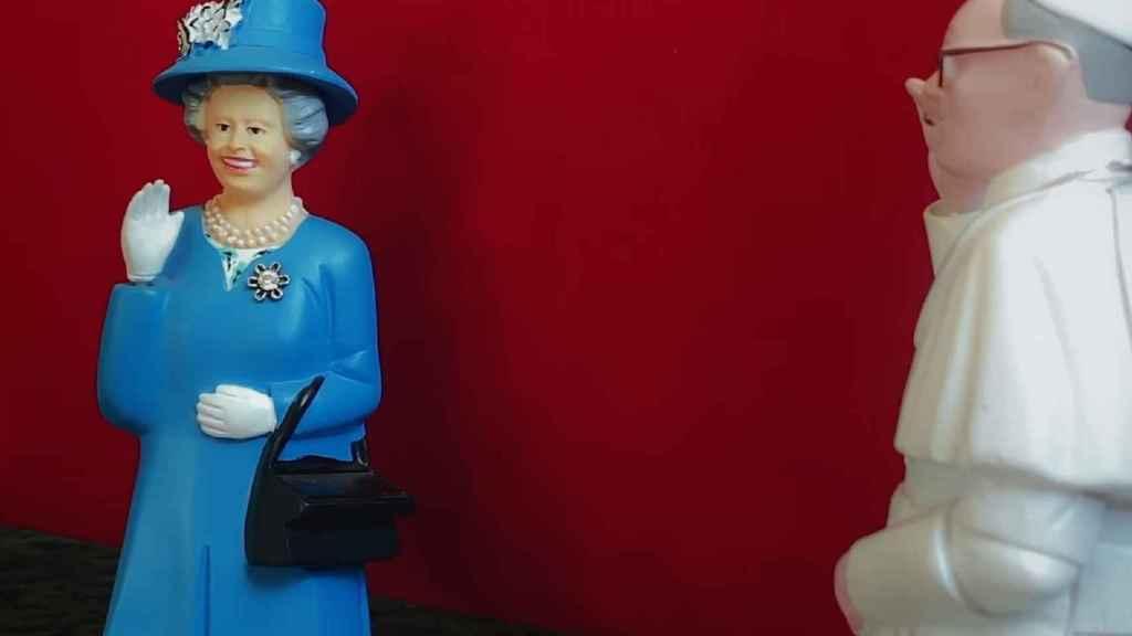 La reina y el Papa en el corto de Sorrentino.