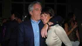 El pederasta Jeffrey Epstein y su amiga Ghislaine Maxwell en una imagen en redes sociales.
