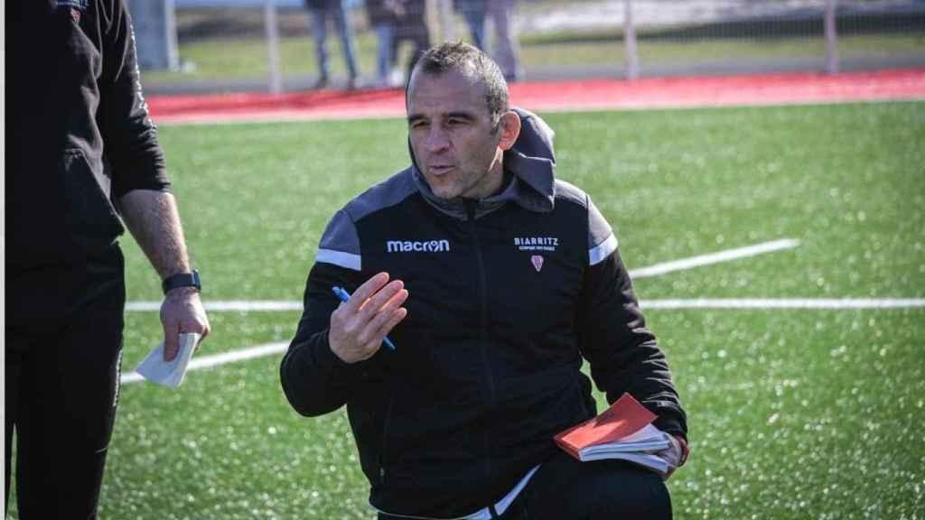 Roger Ripol dando instrucciones en el Biarritz Olympique