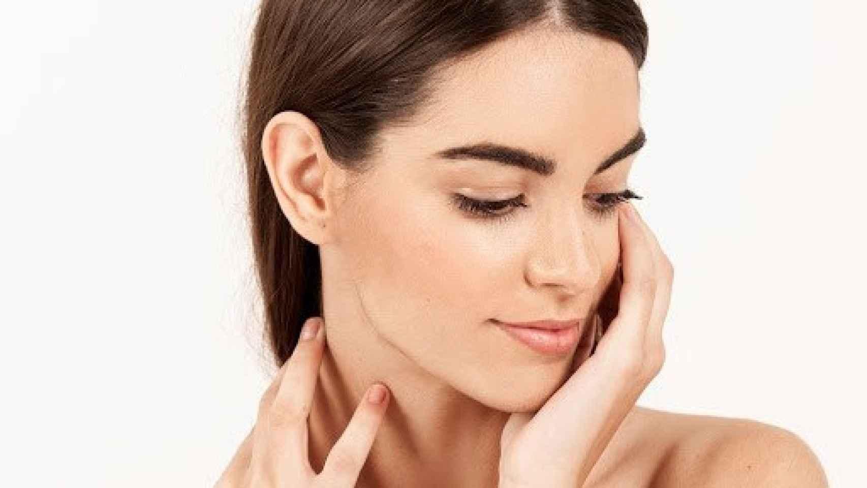 Estos son los seis sencillos gestos para frenar los signos de la edad en el rostro.