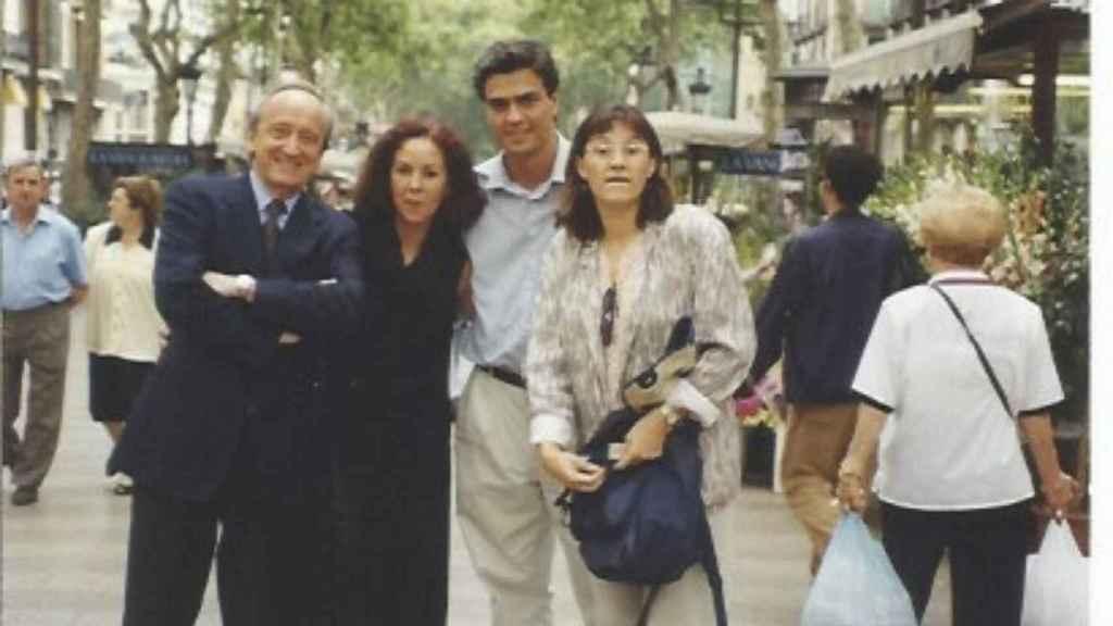 A la izquierda, Westendorp; en el centro, Sánchez. Finales de los noventa en Barcelona.