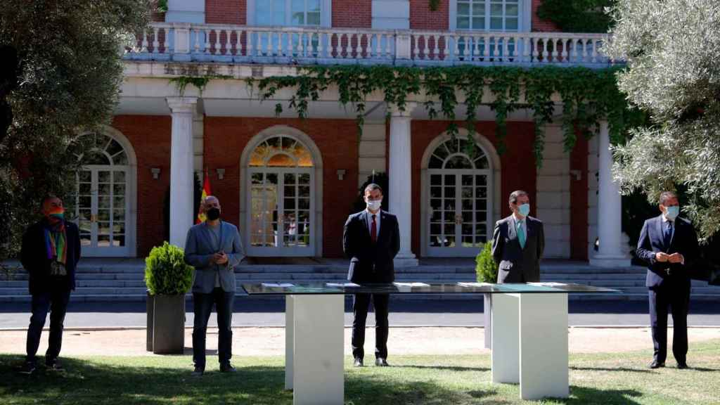 Los empresarios pactan con Sánchez pero le piden que no suba impuestos
