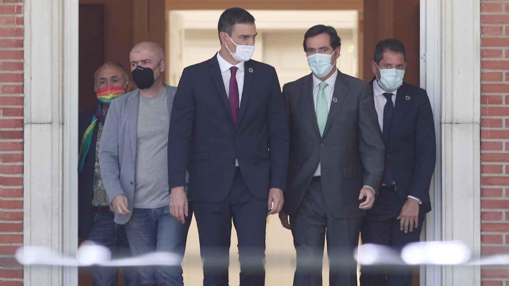 Pedro Sánchez y los líderes del Diálogo Social, en una imagen de archivo.