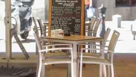 Mesa vacía en la terraza de un restaurante de Madrid (España), a 22 de junio de 2020.
