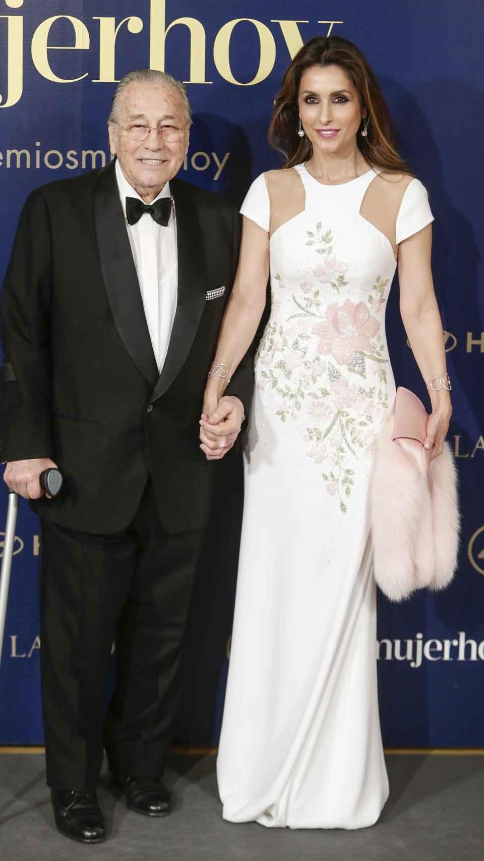 Paloma Cuevas junto a su padre en 2018.