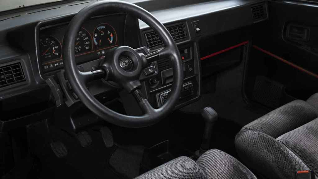 Interior del Seat Ibiza que el rey Juan Carlos regaló al príncipe Felipe.