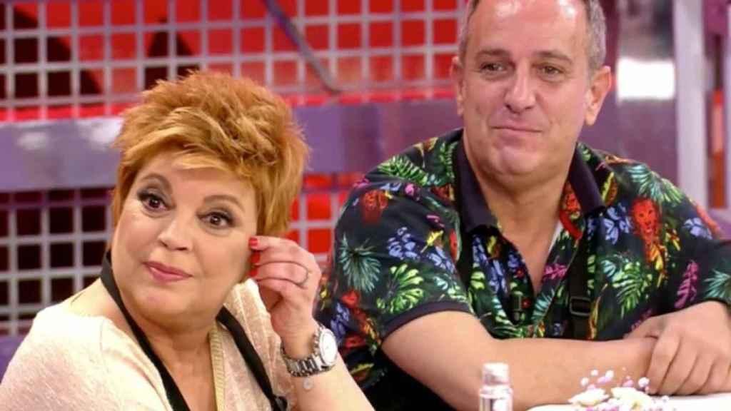 Terelu Campos junto a Víctor Sandoval durante 'La última cena'.