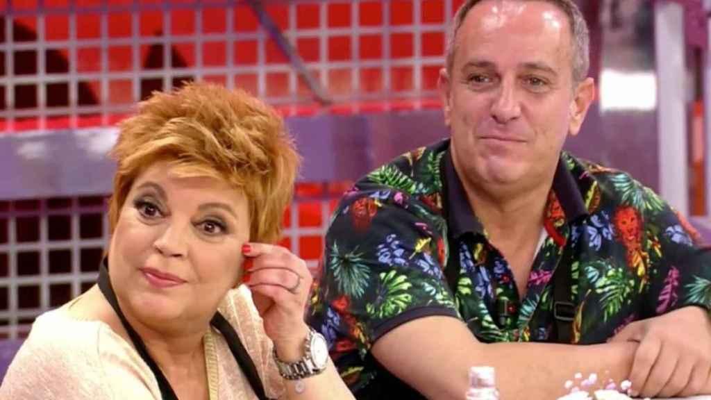 Terelu Campos y Víctor Sandoval durante 'La última cena'.