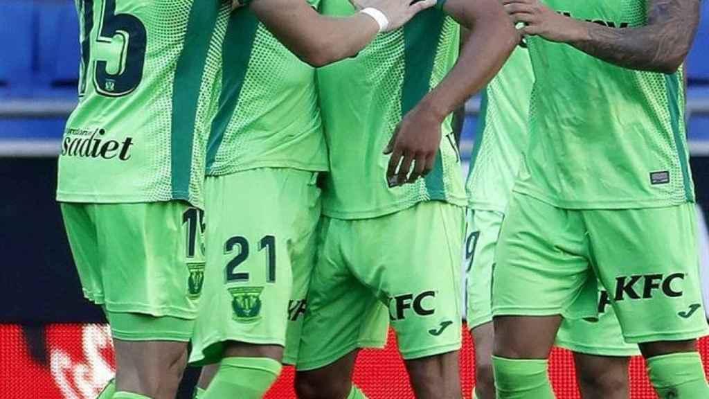 Piña de los jugadores del Leganés para celebrar el gol de Jonathan Silva ante el Espanyol