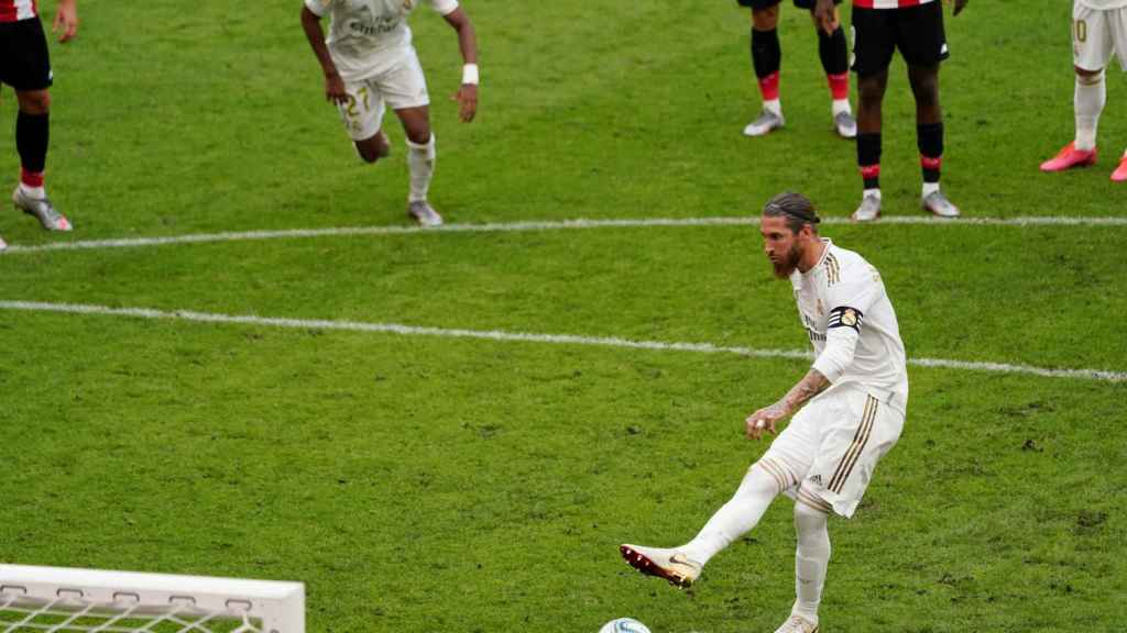 Sergio Ramos adelanta al Madrid ante el Athletic de penalti