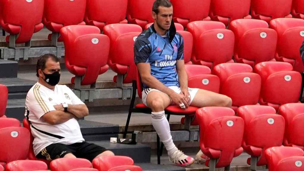 Gareth Bale, en el banquillo del Real Madrid en la grada de San Mamés