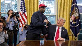 Kanye West con Donald Trump en el Despacho Oval durante su visita a la Casa Blanca en octubre de 2018.