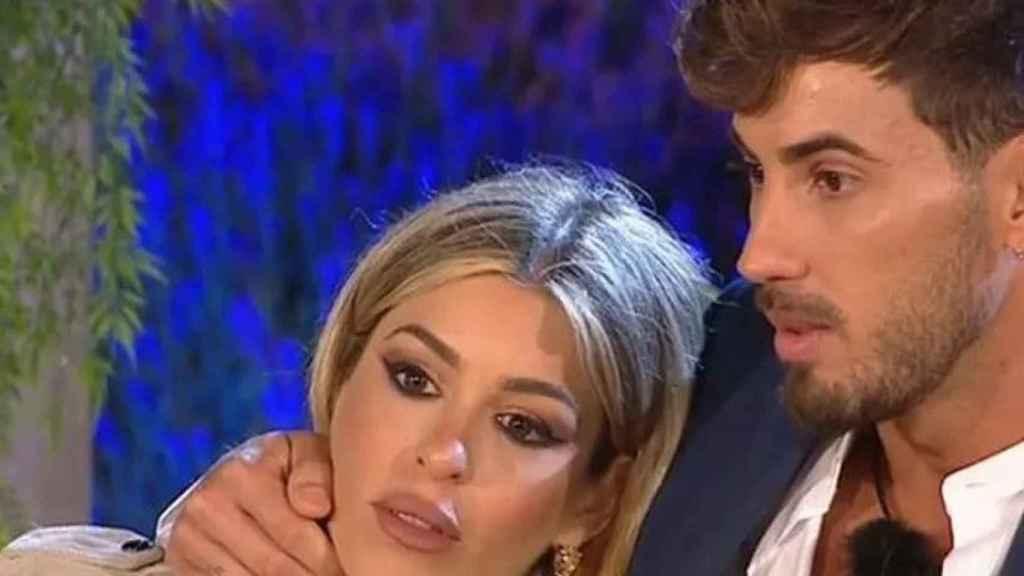 La pareja de enamorados durante el concurso.