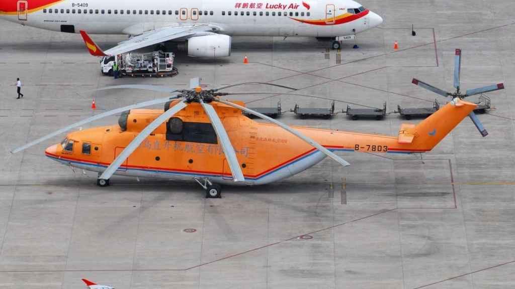 Mi-26 junto a Boeing 737-800